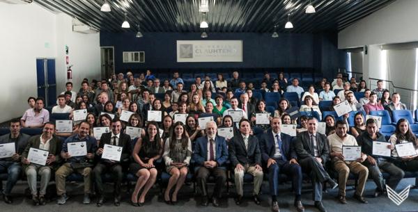 Se gradúan alumnos de Implantología Quirúrgica y Odontopediatría